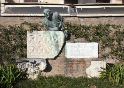 Statua al poeta e scrittore romano Trilussa